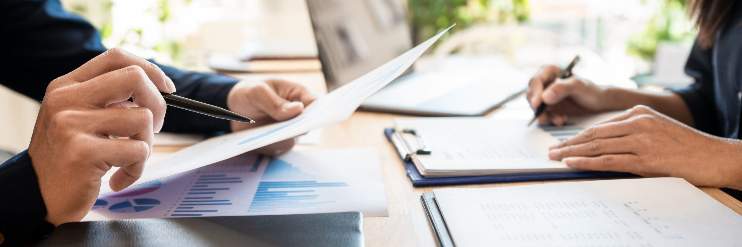 Genesa CPA worker provides accounting services to a Vancouver resident.
